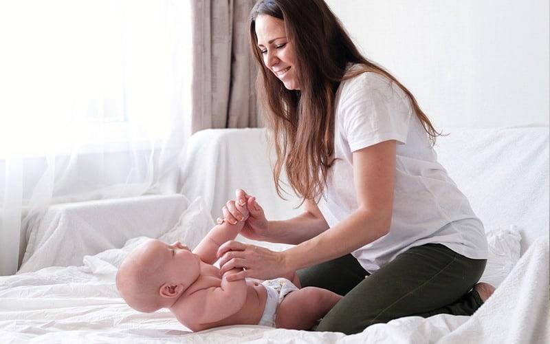 bebek masajı doğum sonrası anneleri de rahatlatıyor